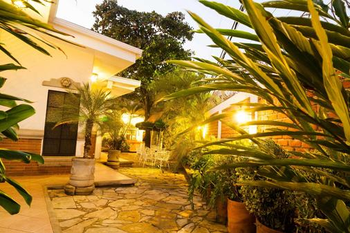 Hotel El Almendro - Managua - Outdoors view