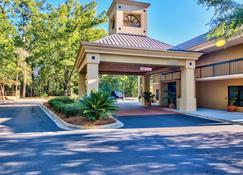 Clarion Inn & Suites - Aiken - Building