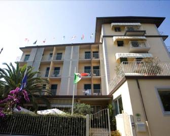 Hotel Riva - Marina Di Pietrasanta - Gebäude