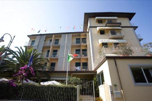 Hotel Riva - Marina Di Pietrasanta - Building