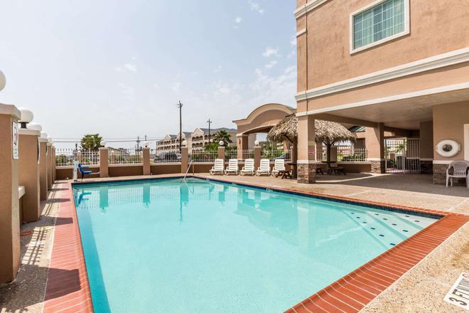 Baymont by Wyndham Galveston - Galveston - Pool