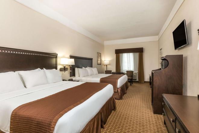 Baymont by Wyndham Galveston - Galveston - Bedroom