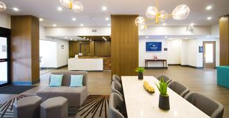 Best Western Plus Suites Downtown - Calgary - Resepsjon