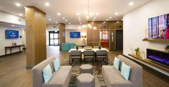 Best Western Plus Suites Downtown - Calgary - Recepción