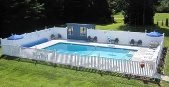North Colony Motel And Cottages - Bartlett - Pool