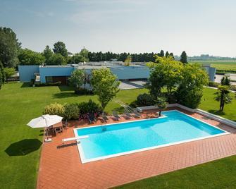 Hotel San Silvestro - San Prospero - Pool
