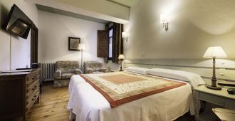 Conde Aznar - Jaca - Yatak Odası