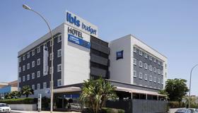 ibis budget Malaga Aeropuerto Avenida Velazquez - Málaga - Building
