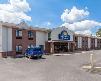 Days Inn & Suites by Wyndham Cambridge - Кембридж - Building
