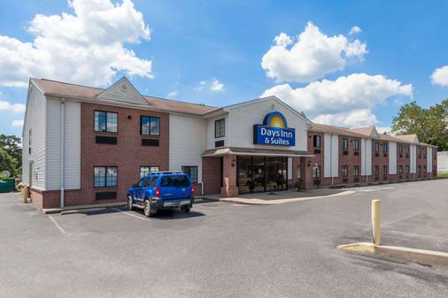 Days Inn & Suites by Wyndham Cambridge - Cambridge - Gebäude
