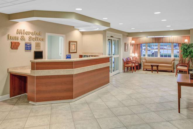 Microtel Inn & Suites by Wyndham Hattiesburg - Hattiesburg - Front desk