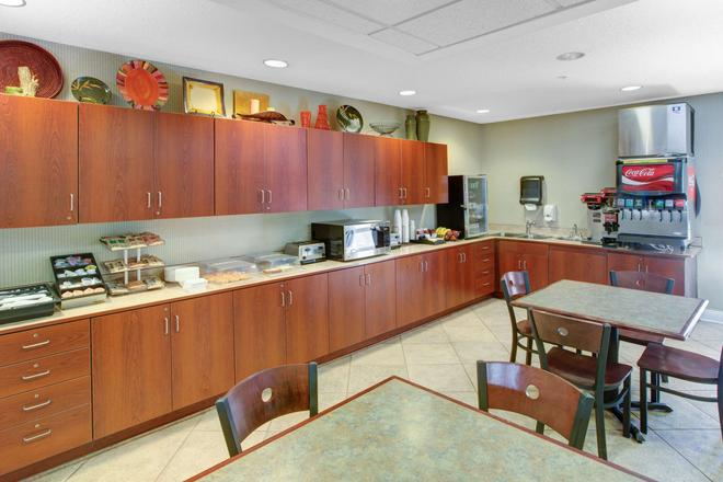 Microtel Inn & Suites by Wyndham Hattiesburg - Hattiesburg - Buffet