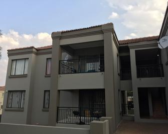 Tntee Apartments - Roodepoort - Building