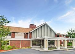 Ramada by Wyndham Seekonk Providence Area - Seekonk - Building