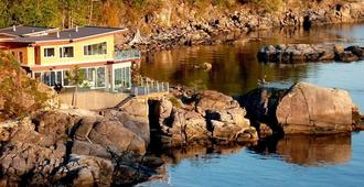 Pointhouse Suites On Sargeant Bay - Halfmoon Bay
