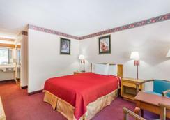 Howard Johnson by Wyndham Salem Hotel & Conference Center - Salem - Makuuhuone