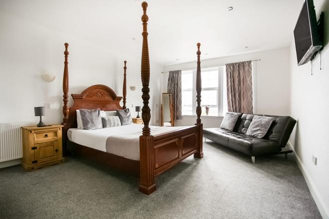 OYO Gin House Hotel - Greenock - Bedroom