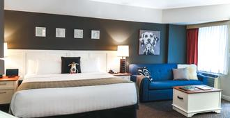 Summit Lodge Boutique Hotel - וויסלר - חדר שינה