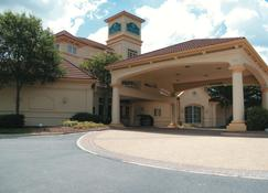 La Quinta Inn & Suites by Wyndham Raleigh Cary - Cary - Gebäude