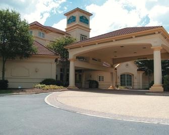 La Quinta Inn & Suites by Wyndham Raleigh Cary - Cary - Building
