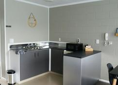 Amble In Motel - Stratford - Kitchen