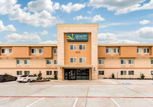 Quality Inn And Suites Plano East Richardson Ab 51 7 0