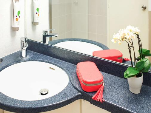 ibis Styles Angers Centre Gare - Angers - Bathroom