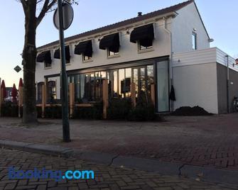 Hotel Brasserie de Kaai - Steenbergen (Noord-Brabant) - Edificio