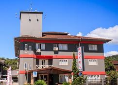 Hotel Palugi - Cares - Bâtiment