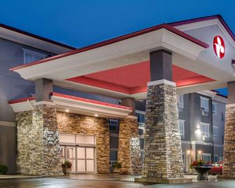 Ramada by Wyndham Moose Jaw - Moose Jaw - Building