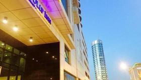 Tulip Inn Bahrain Suites And Residences - Manama - Rakennus