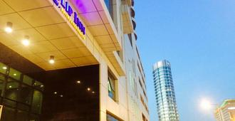 Tulip Inn Bahrain Suites And Residences - מאנאמה - בניין
