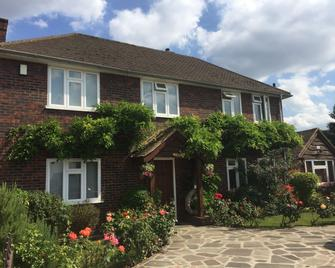 Clay Farm Guest House - Bromley - Building