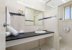 Econo Lodge Park Lane - Bundaberg - Kylpyhuone