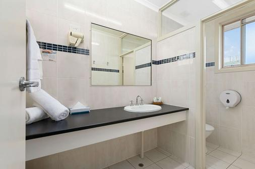 Econo Lodge Park Lane - Bundaberg - Bathroom