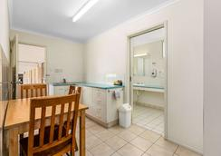 Econo Lodge Park Lane - Bundaberg - Bedroom