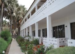 Holiday Beach Club Hotel - Serrekunda - Edifício