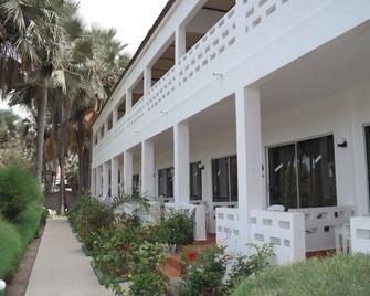 Holiday Beach Club Hotel - Serrekunda - Edificio