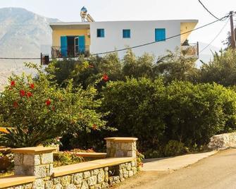 Climbing House - Panormos - Venkovní prostory