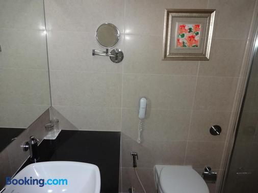 Hotel Green Park - Hyderabad - Bathroom