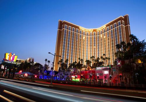 Treasure Island Ti Hotel Casino A Radisson Hotel 16 1 8 2 Las Vegas Hotel Deals Reviews Kayak