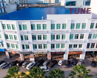 Tune Hotels - 1 Borneo, Kota Kinabalu - Kota Kinabalu - Building