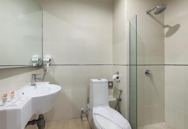 Tune Hotel - 1Borneo Kota Kinabalu - Kota Kinabalu - Bathroom