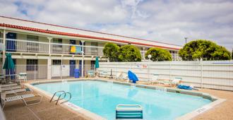 Motel 6 Austin - Midtown - Austin - Pool