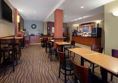 AmericInn by Wyndham Rochester Airport - Rochester - Εστιατόριο