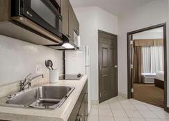 Quality Inn and Suites - Estevan - Cocina