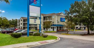 Motel 6 Jacksonville, Fl - South - Jacksonville - Building