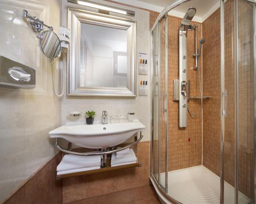 Best Western Premier Hotel Astoria - Zagreb - Bathroom