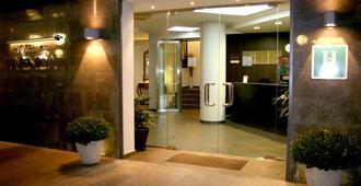 阿維尼達酒店 - 濱海托薩 - 櫃檯