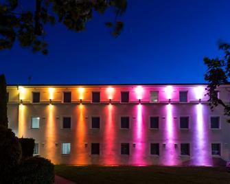 Kyriad Valence Nord - Bourg-lès-Valence - Gebäude